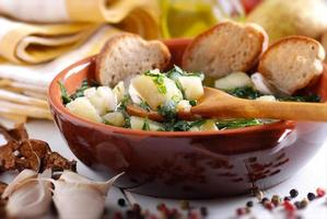 zuppa di patate e spinaci foto
