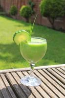 frullato di proteine frullato verde foto