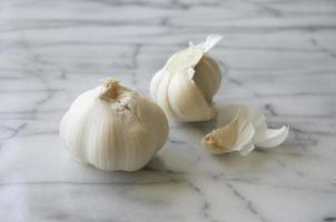due bulbi d'aglio foto