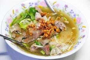 Chiuda sulla tagliatella tailandese foto