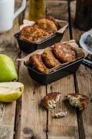 delicate frittelle di pere e gorgonzola foto