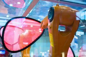 braccio robot industriale foto