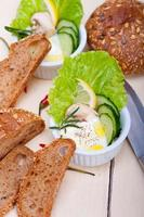 insalata di formaggio fresco all'aglio foto