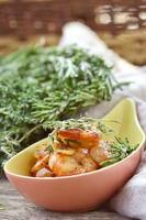 gamberi con salsa di pomodoro e aglio foto