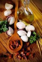 ingredienti per spaghetti alle vongole foto