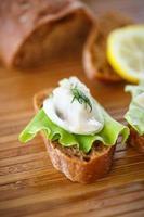 aringhe e lattuga salate sandwich foto