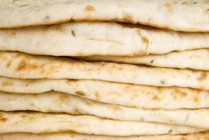 pila di pane pita foto