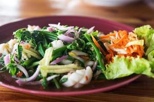 insalata di frutti di mare tailandese - immagine di riserva foto