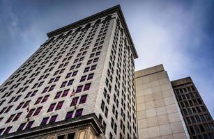 guardando grattacieli nel centro di Baltimora, Maryland. foto