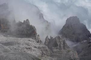 rocce nebbiose