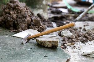 martello su roccia foto