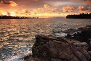 mare e roccia foto