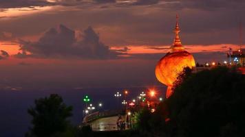 Pagoda di Kyaiktiyo, roccia dorata, Myanmar foto