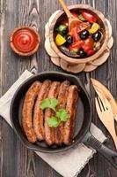 salsicce fatte in casa alla griglia foto