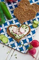pane integrale con verdure foto
