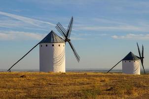 mulino a vento in campo de criptana foto