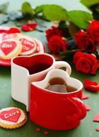 biscotti festivi con cuori e rose per San Valentino. foto
