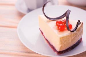 deliziosa cheesecake e tazza di caffè foto