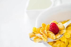 cereali nel cucchiaio foto