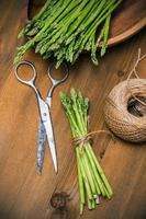 asparagi freschi foto