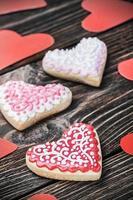 biscotti a forma di cuore cotti il giorno di biglietti di S. Valentino foto