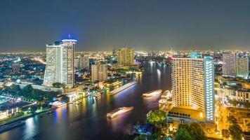 fiume di notte foto