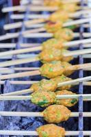 surat thani cibo locale (griglia carne di pesce) foto