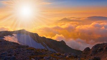 estate al tramonto in montagna