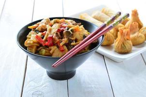 Chow Mein di pollo foto