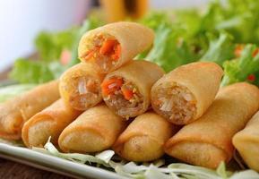Alimento tradizionale cinese fritto degli involtini primavera foto