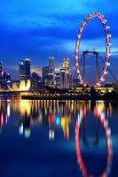 centro di Singapore di notte foto