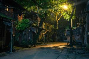 vecchio vicolo di notte foto