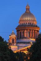 Cattedrale di isaac di notte, san pietroburgo, russia foto