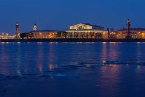 di notte i monumenti più importanti di San Pietroburgo foto