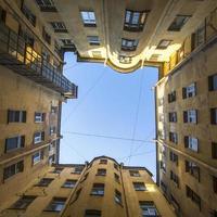 tipico cortile-un pozzo nel centro storico di st. Petersburg foto