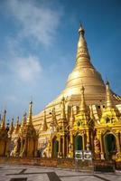 la pagoda shwedagon, yangon, myanmar foto