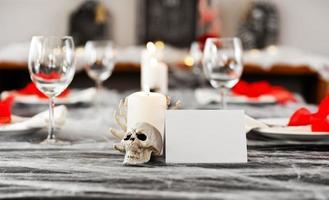 impostazione del tavolo da pranzo di Halloween foto