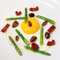 uovo fritto leggero e gustoso foto