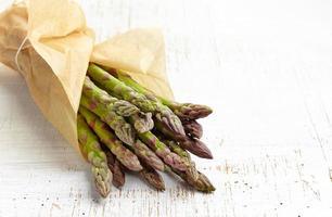 asparagi freschi crudi