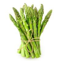 asparagi su sfondo bianco foto