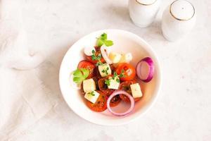 pomodori arrostiti, insalata di formaggi foto