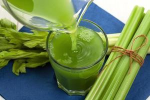 succo di verdura con sedano foto