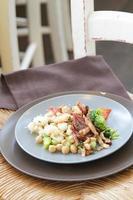 gnocci con pancetta e verdure al vapore foto