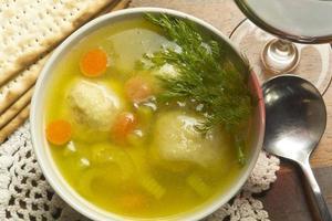 zuppa di palline al matzoh foto