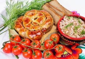 porridge d'orzo e bratwurst ad anello.
