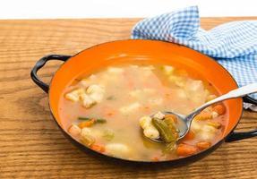 zuppa di pollo e gnocchi foto