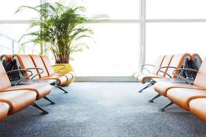 moderna sala d'attesa del terminal dell'aeroporto foto