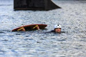 wakeboarding dell'uomo foto