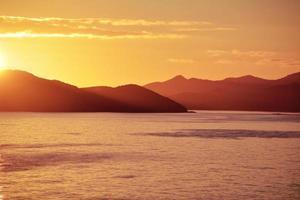 Alba sull'oceano paesaggio mattutino