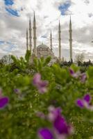moschea centrale di sabanci - adana turchia foto